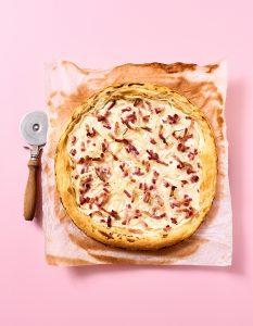 Photo culinaire- Tarte Flammenkuche - 7 min en cuisine - Hachette - ©Maud Argaïbi